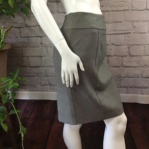 🌻 SALE! 3/$20 Black & white check size 4 skirt